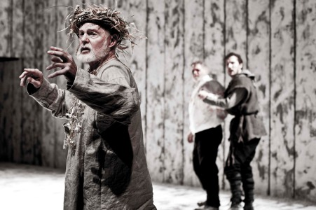KING LEAR by Shakespeare, Derek Jacobi; Gwilym Lee; Paul Jesson, Director – Michael Grandage, Designer – Christopher Oram, Lighting Designer – Neil Austin, The Donmar Warehouse, London 2010, Credit : Johan Persson/