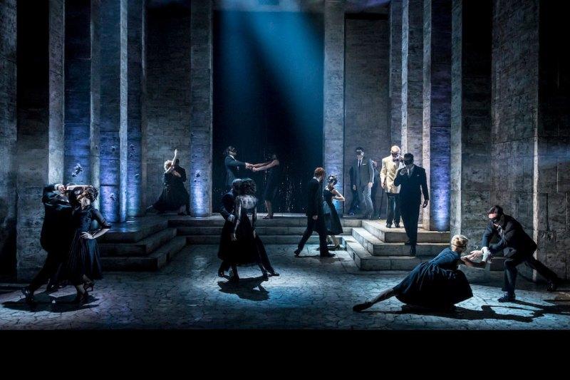 7-romeo-and-juliet-garrick-theatre